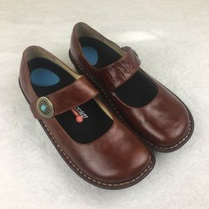 Alegria Patoma Brown Pull Up Clog